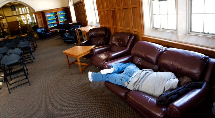 sleeping habits of college students Many college students have sleep patterns that could have detrimental effects on their daily performance as a graduate student, the researcher had her own trouble sleeping, prompting her to.