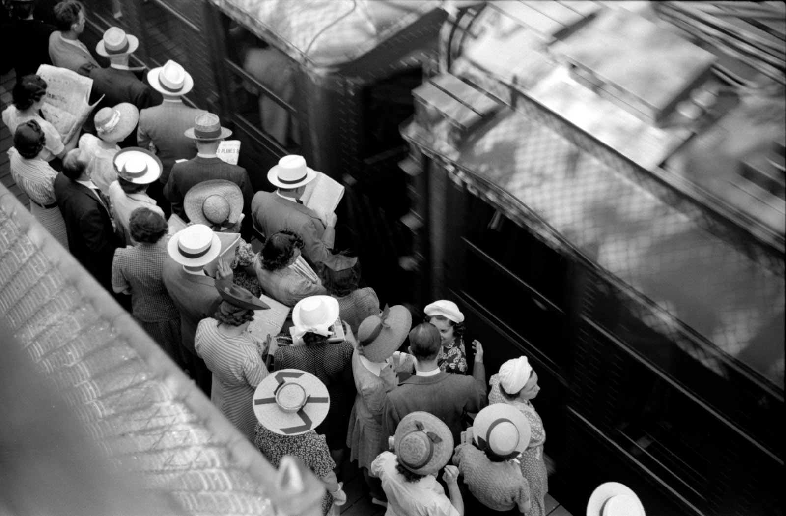 Commuters waiting for trains, Chicago, July 1941