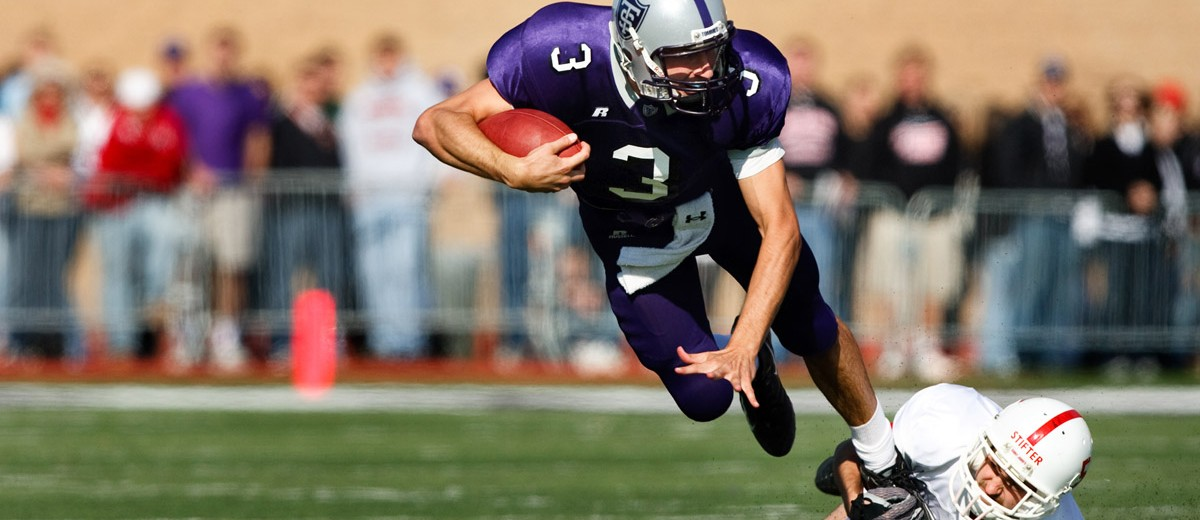 The Tommies almost ended 10-game losing streak in 2008 at St. Thomas, but lost 9-12. (Photo by Mike Ekern '02)