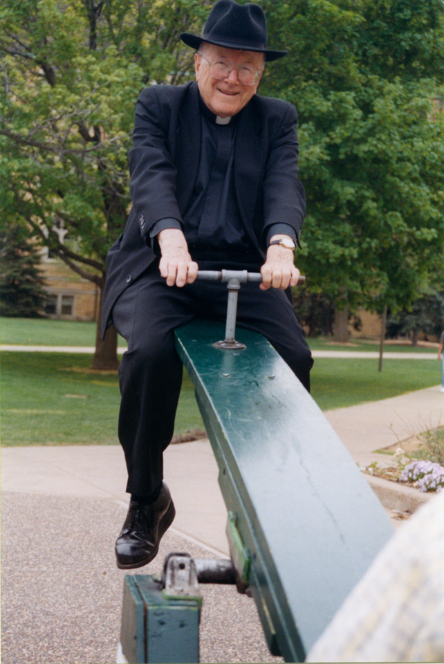 Lavin participated in the 2000 Ireland Hall teeter-totter marathon.