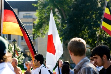 International students walk along the lower quad after passing through the arches during the quad applaud September 4, 2007.