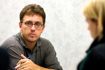 Journalism students interview alum Jeremy Olson (left) during a small group session.