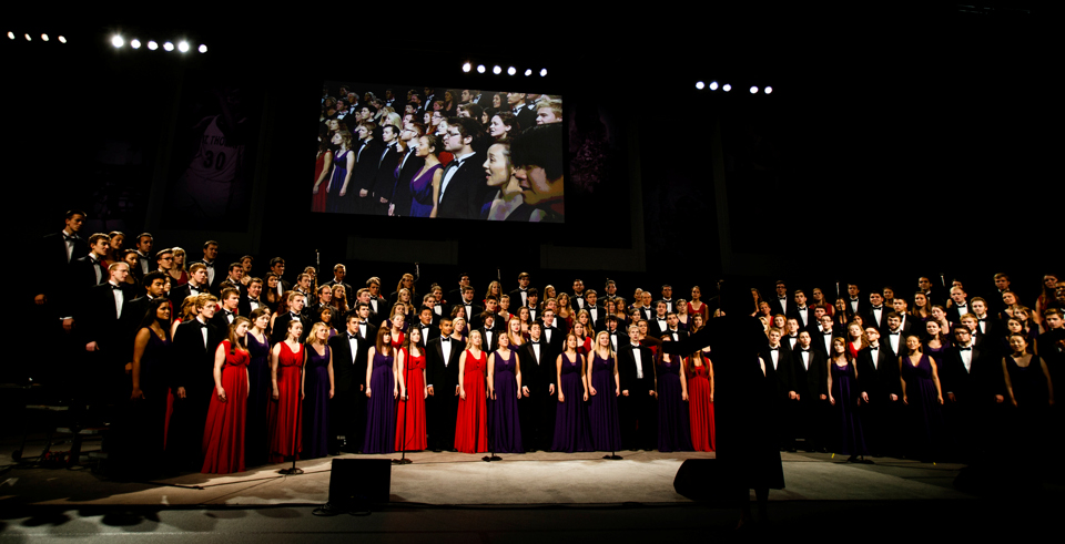 The festival choir sings during the inauguration. (Photo by Mike Ekern '02)