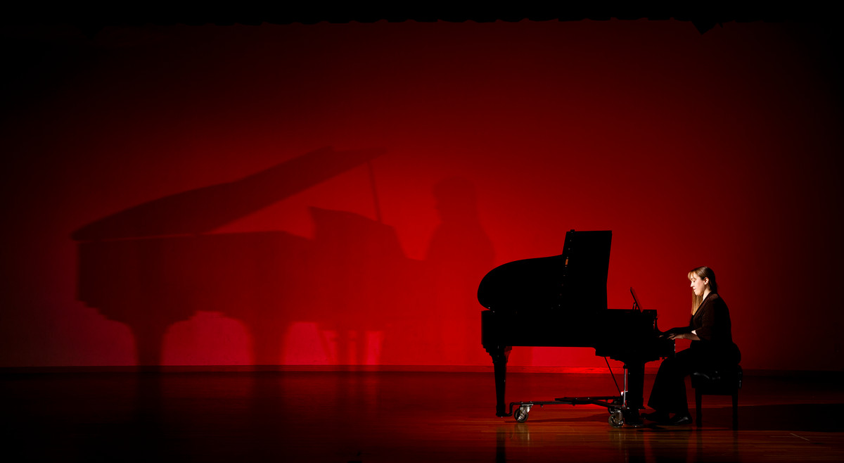 Music faculty and director of keyboard studies Vanessa Cornett-Murtada has done research on performance anxiety in musicians. (Photo by Mike Ekern '02)