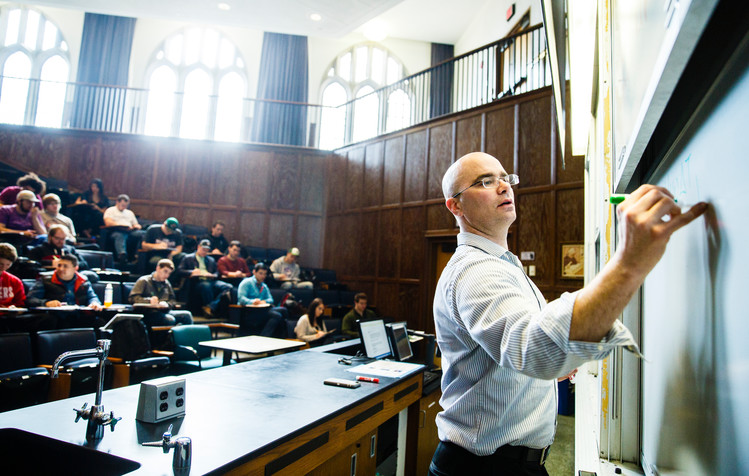 John Abraham teaches a class in the John Roach Center for the Liberal Arts auditorium March 7, 2016. Photo by Mike Ekern '02.