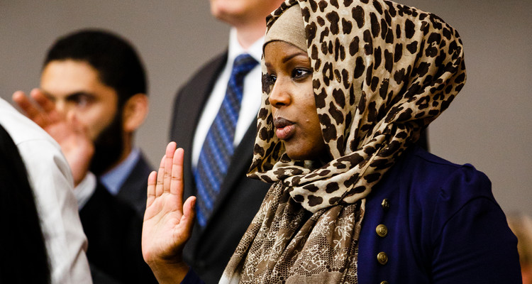 Law students studying to become clinical attorneys raise their hands and take an oath during a swearing in ceremony in the Frey Moot Courtroom in the School of Law Building in Minneapolis on August 26, 2016.